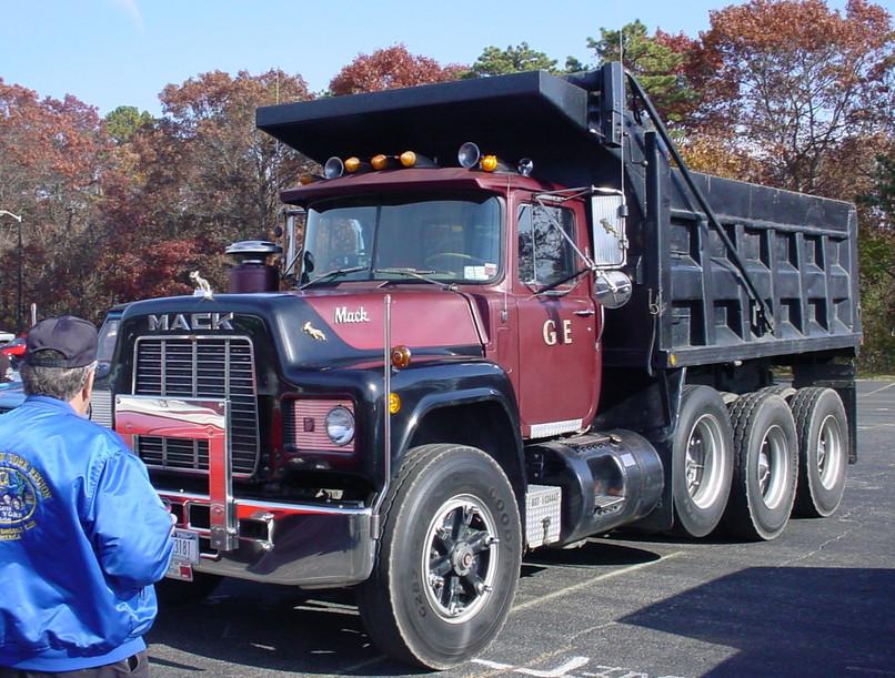 George Edward's 1984 Mack R-600 dump