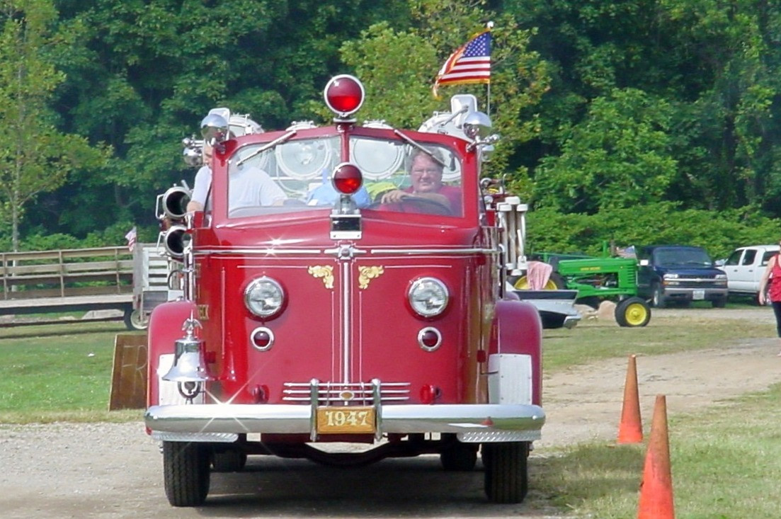 Great Neck Alert F.D. arriving with their 1947 American LaFrance 700 series pumper