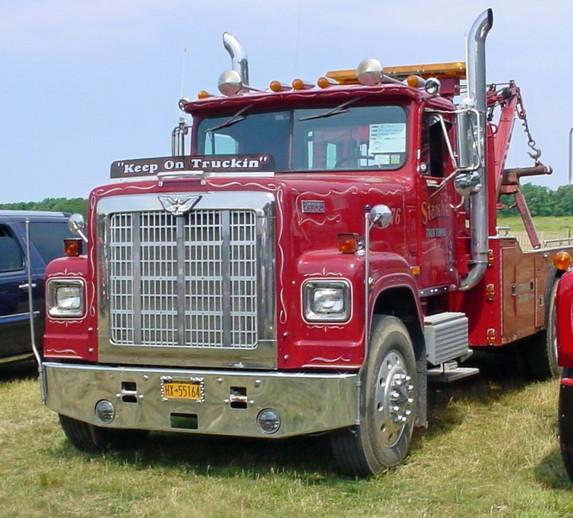 Paul Stanchio's 1976 International Transtar 4300 wrecker