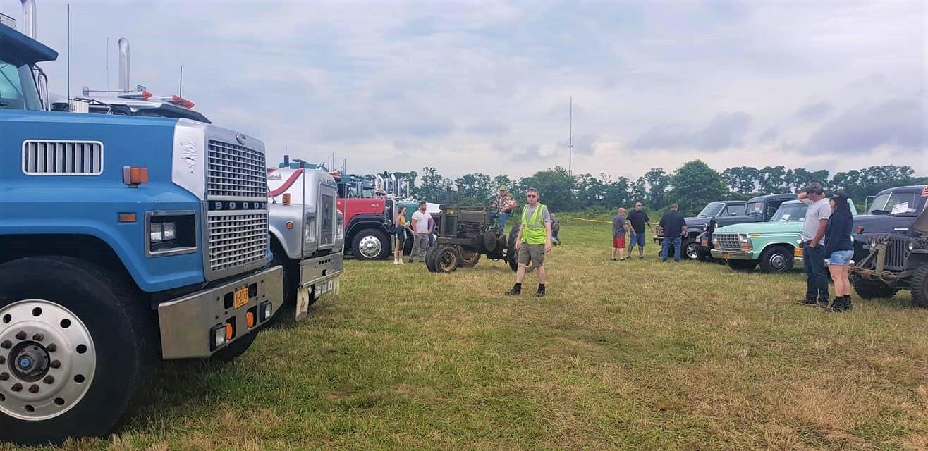 Dan Ryan parking show trucks