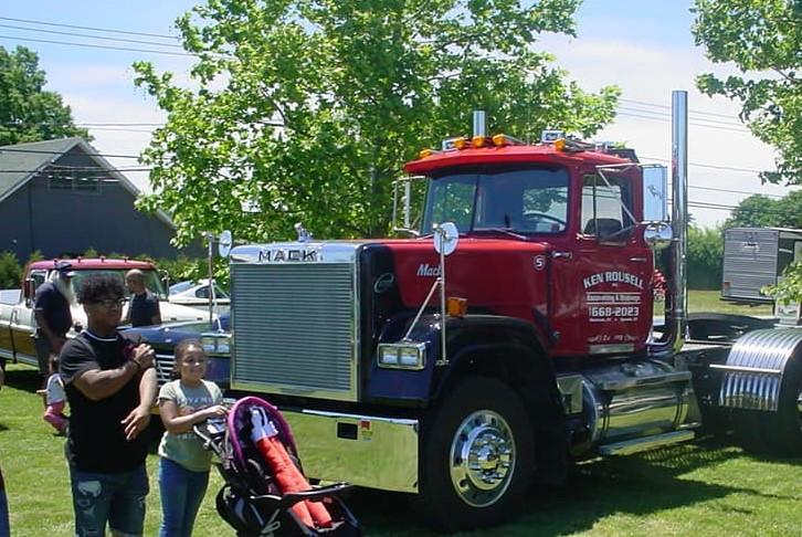 Mack Super Liner tractor