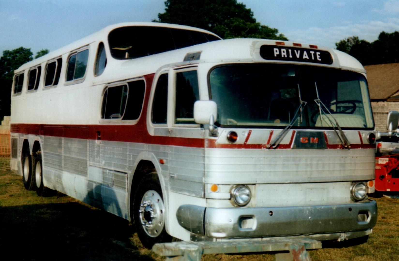 1955 GM PD4501 Scenicruser bus - Gary Blizzard