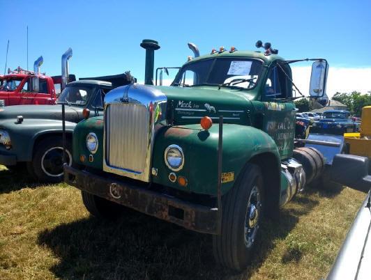 1963 B-61 Mack tractor