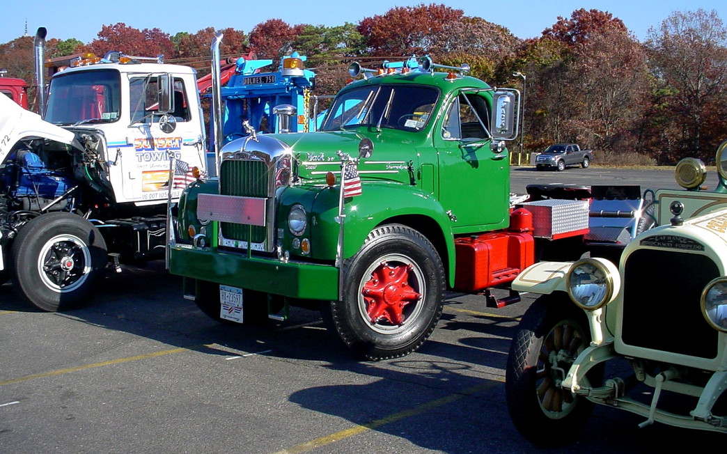 Barry Stanchio's 1972 Ford wrecker, Nick Nuzzi's 1965 Mack tractor, & Phil Huntington's 1923 Brockway fire engine