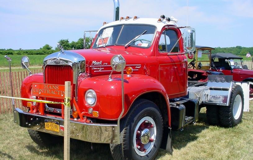 1962 Mack B-61 tractor