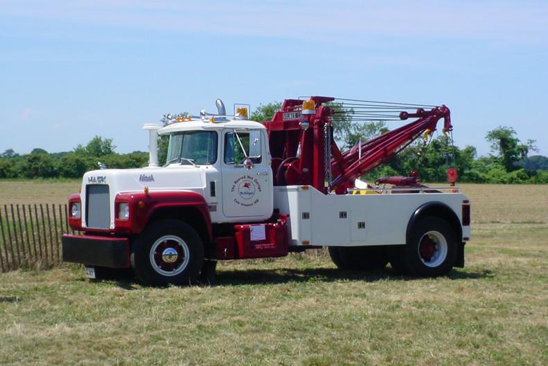 1969 Mack R-600 wrecker from Connecticut
