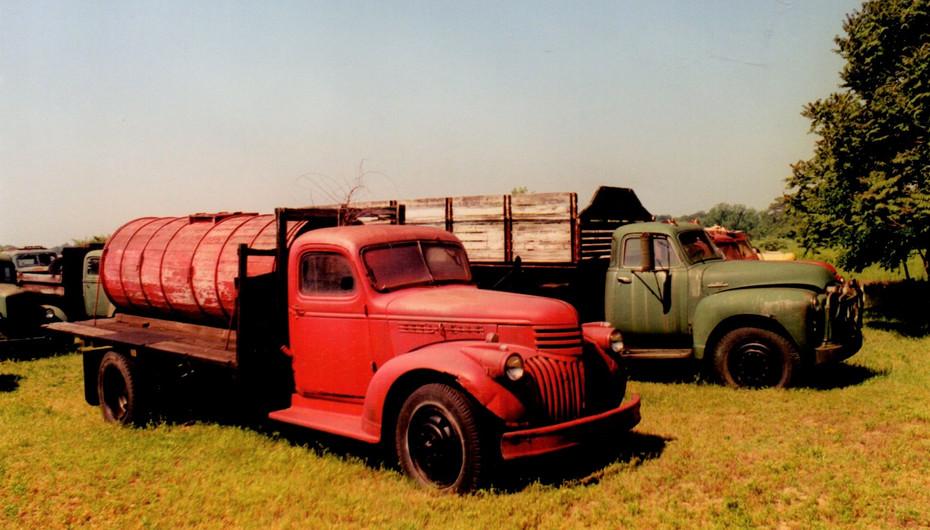 1946 Chevrolet & 1948 GMC - Ron Bush