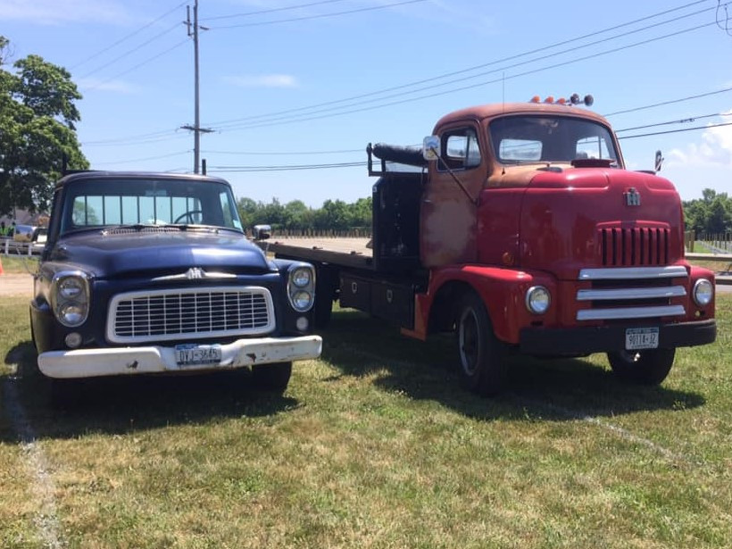 1960 International pickup & 1960 International flatbed