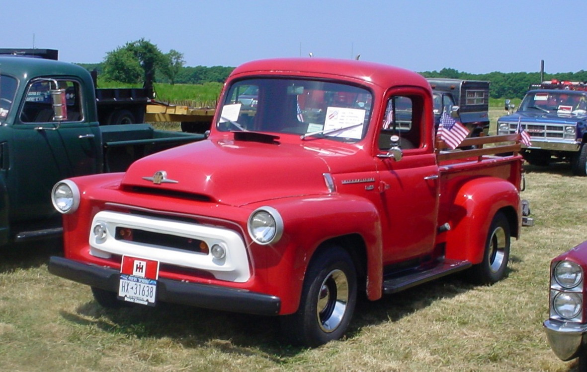 Denis Gates' 1956 International S-100 pickup