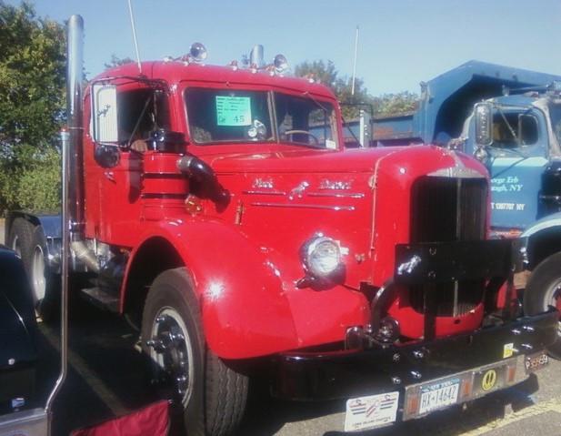 Jonathan Erb's 1949 Mack LJT tractor
