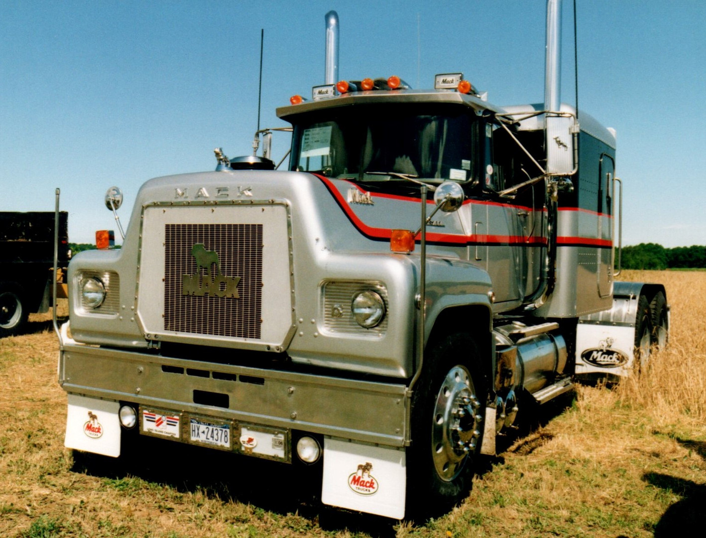 1976 Mack RS-700L tractor - Howard Pratt Jr.