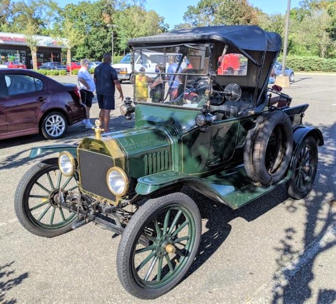 Tony Guarnaschelli's 1916 Ford Model T roadster pickup