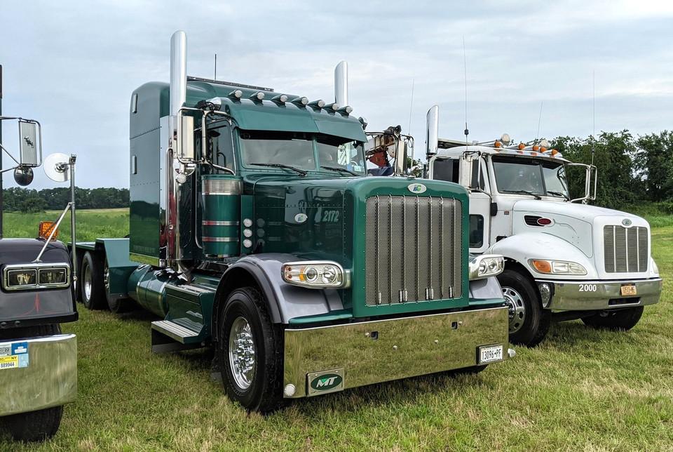 2020 Peterbilt 389 tractor