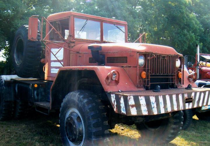 1955 Mack 10 ton military tractor