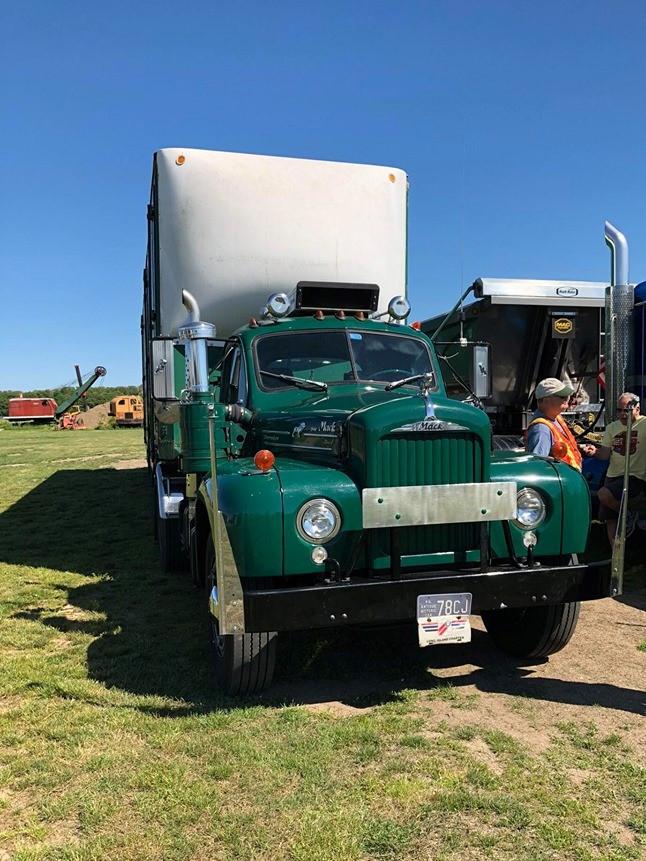 Tony Guarnaschelli's 1964 Mack B-61 tractor
