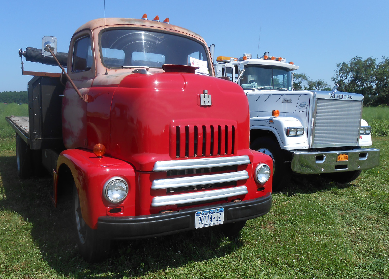 1956 International R-160 flatbed & 1988 Mack RW-613 Super Liner - George Fiebe