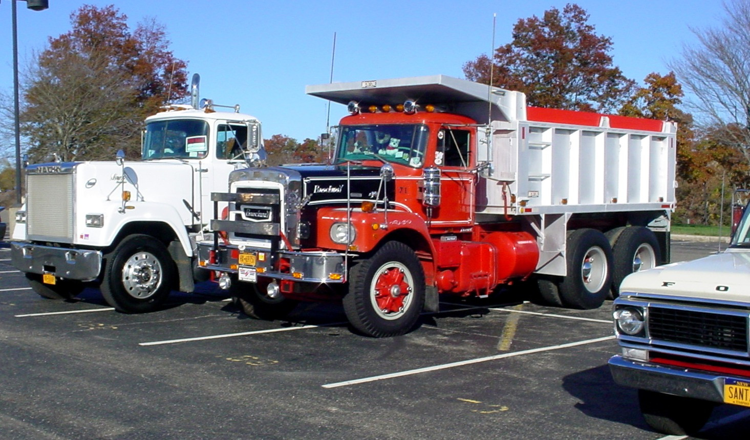 A 1989 Mack Super Liner tractor, Howard Pratt's 1971 Brockway dump, & Gordon Galow's 1970 Ford pickup &