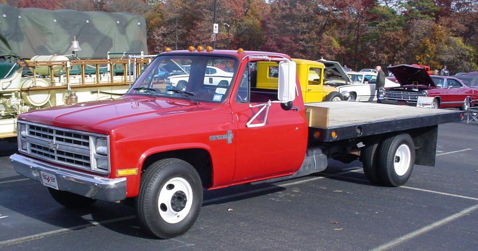 Joe LoConte's 1988 Chevrolet R-30 flatbed