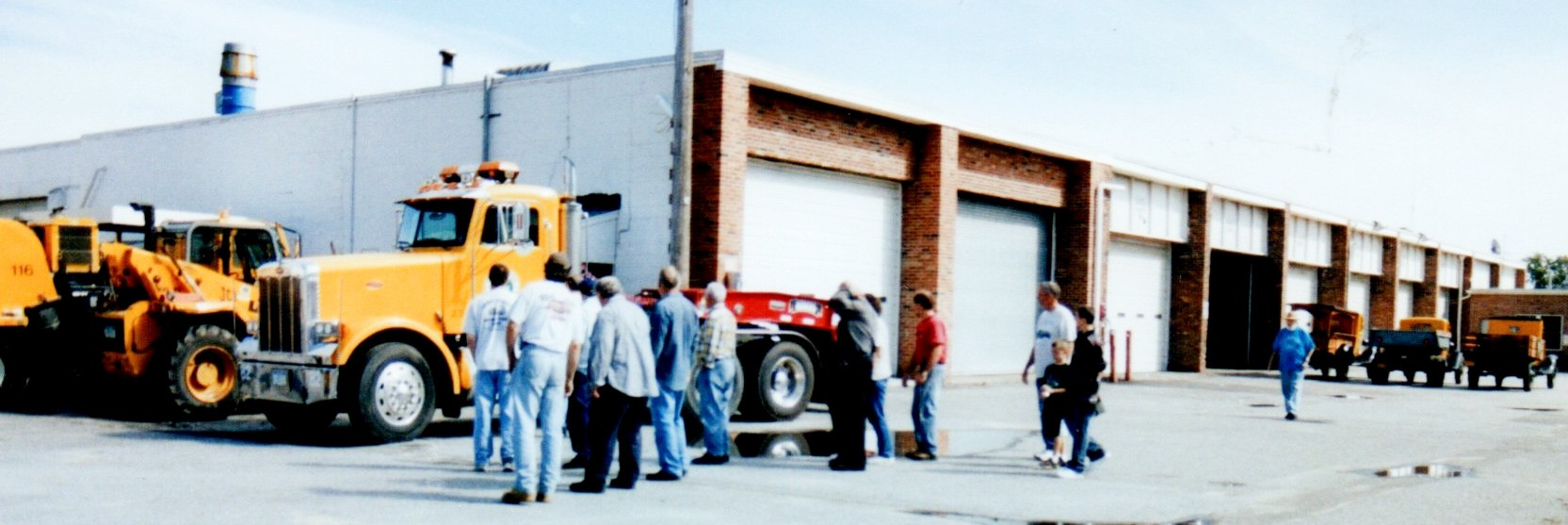 Chapter members viewing the 1999 Peterbilt 357 tractor.
