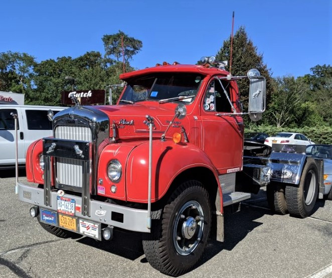 Howard Pratt Jr's 1958 Mack B-67T tractor