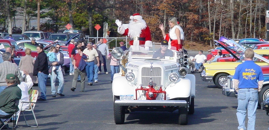 "Santa & his ""daughter"" on their way"