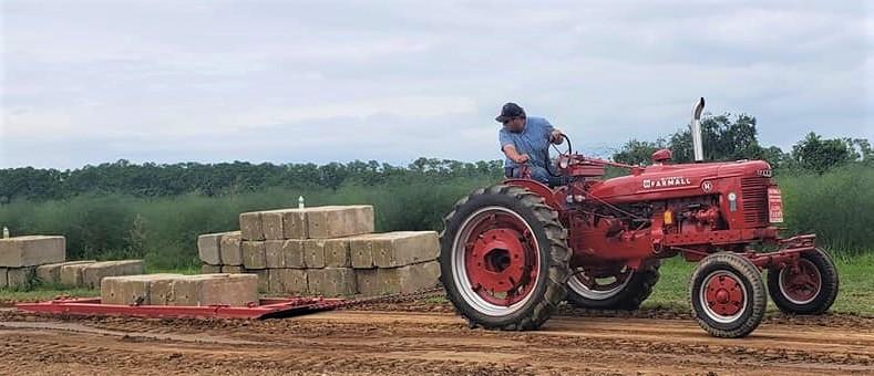 IHC Farmall on the pulling track