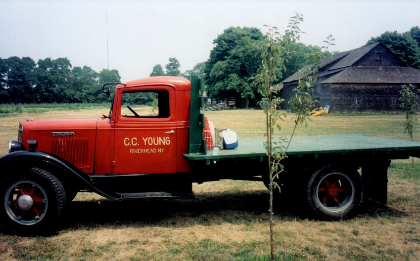 Bruce Young's 1936 International flatbed