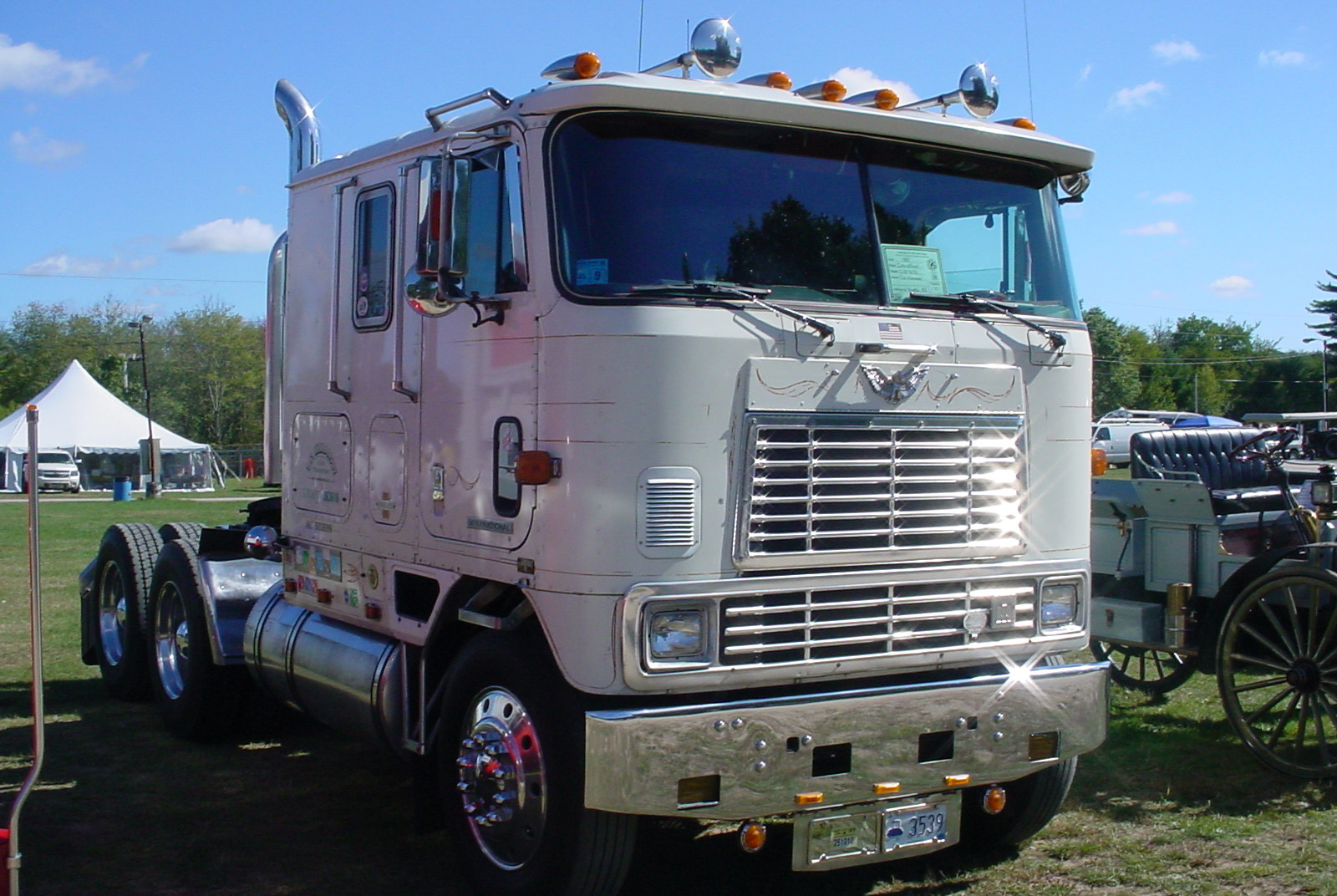 1985 International 9670 Eagle COE tractor