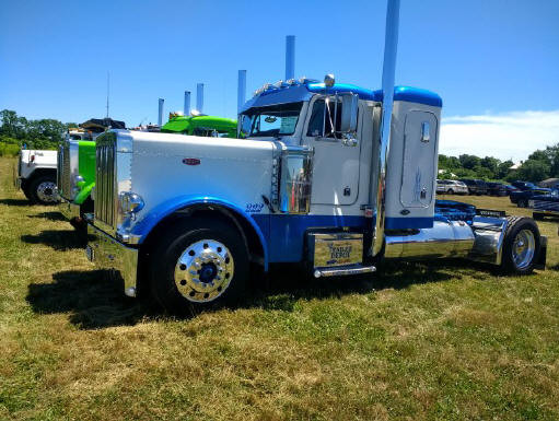 2002 Peterbilt tractor from Connecticut
