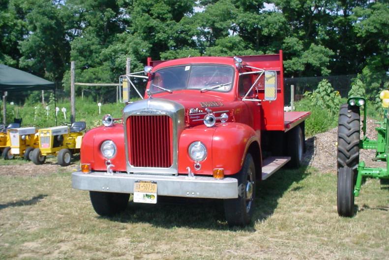 Mack B-85 flatbed