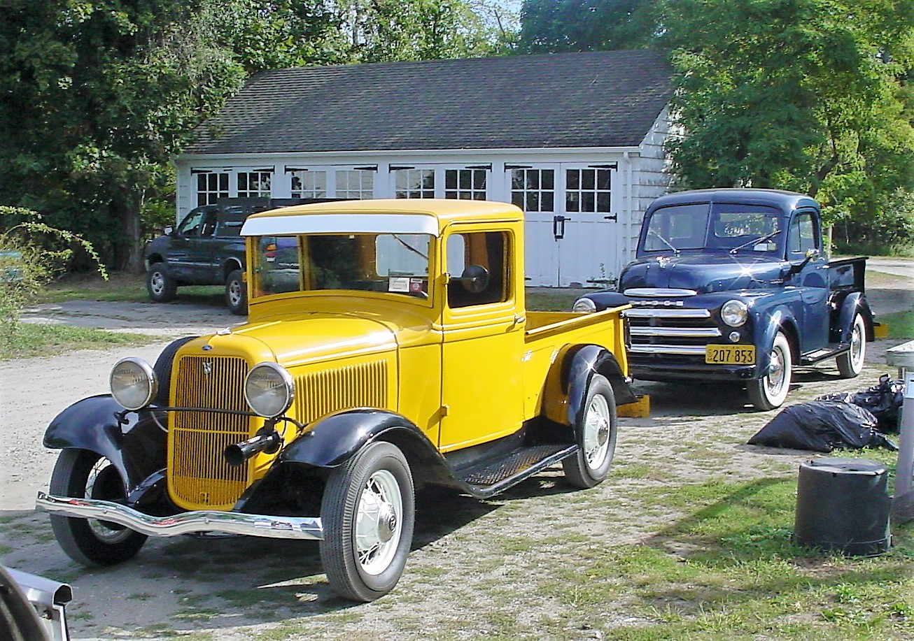 Ron Bruschi's 1933 Ford pickup & Bob Mayer's 1949 Dodge pickup at the start of the run