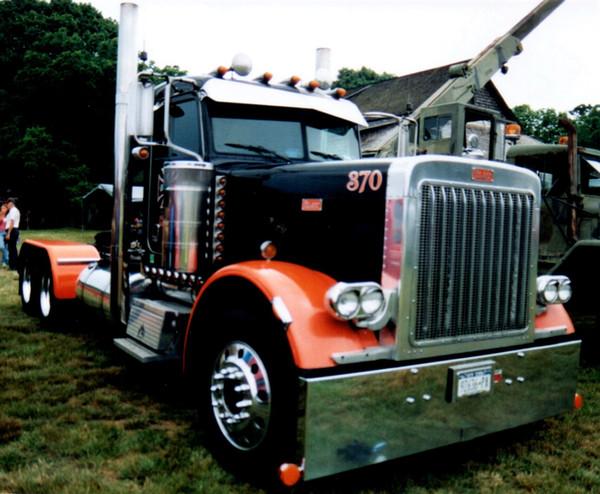 2005 Peterbilt 359 tractor - Chris Piazza