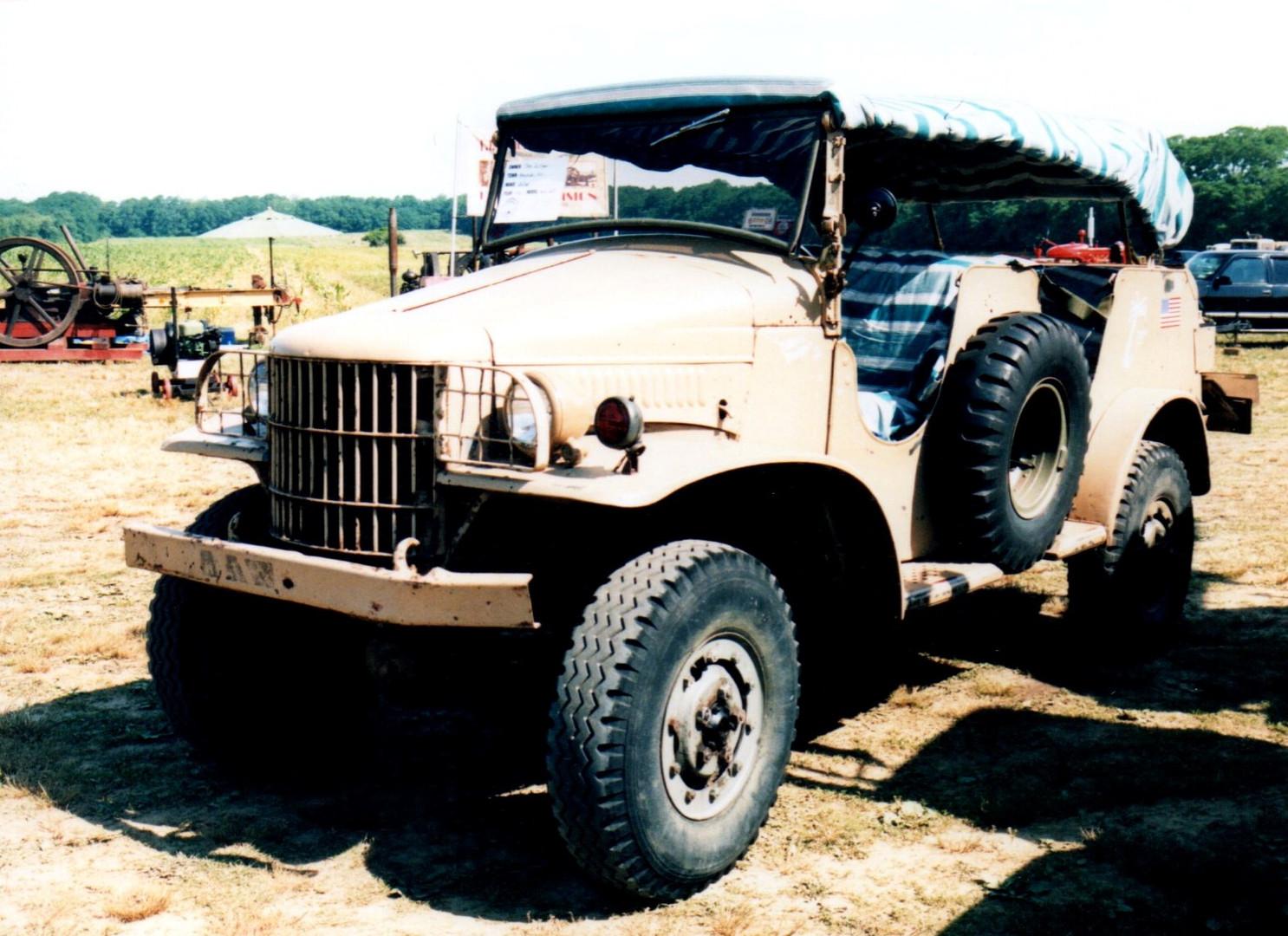 1942 Dodge WC25 command car