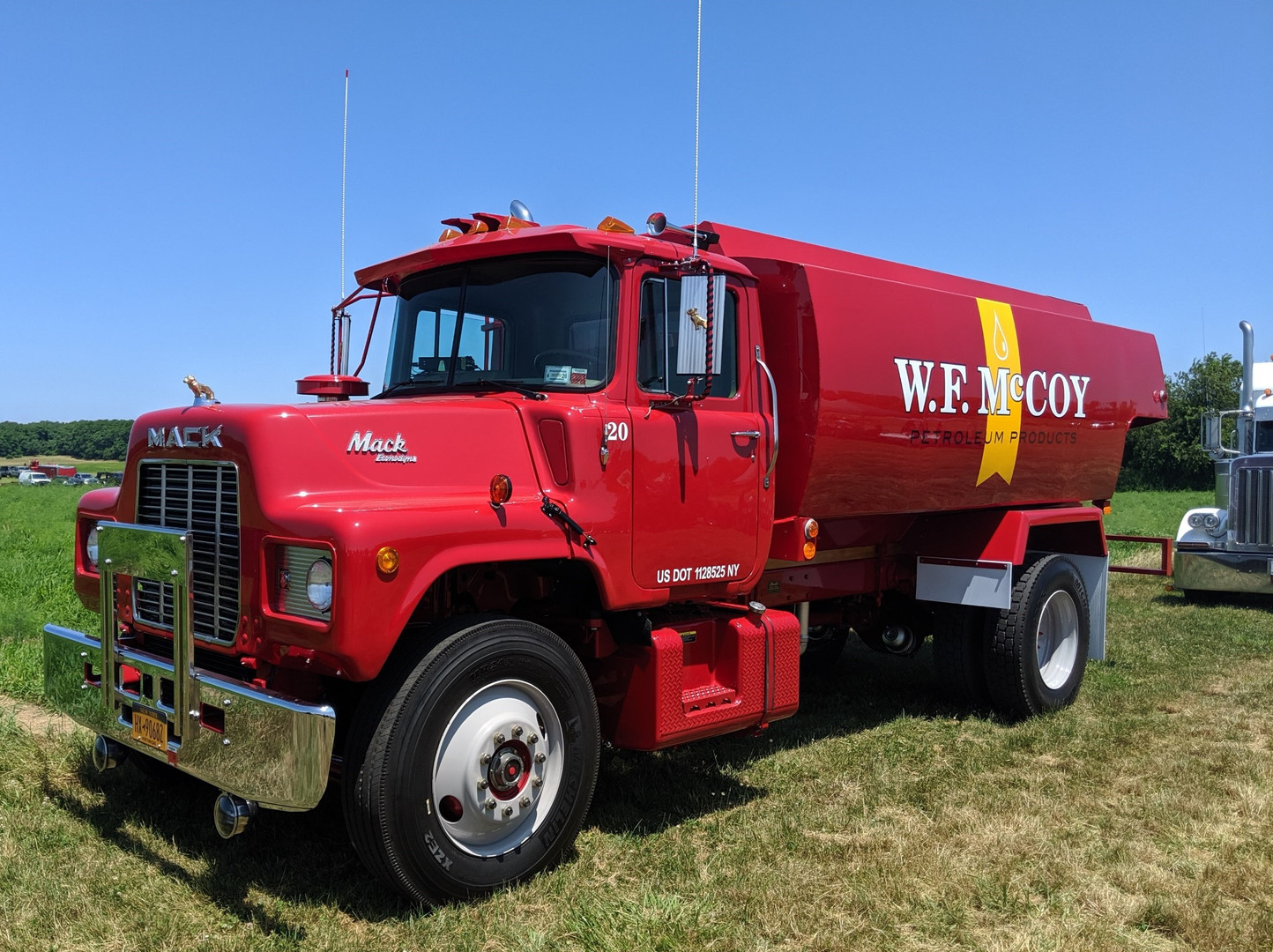 1986 Mack U-685T tanker - Albert McCoy Jr.