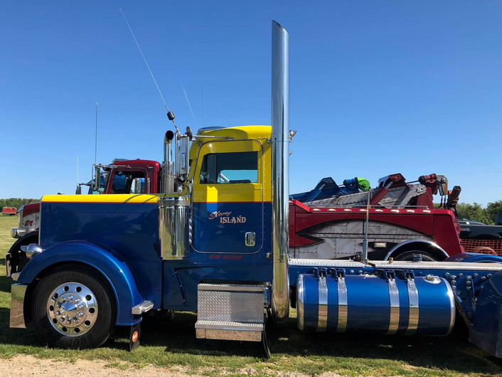 Peterbilt day cab tractor