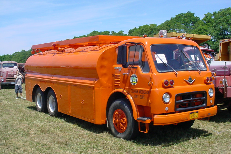 Riverhead Highway Dept's 1968 International 190 tanker