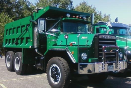 Mack DM-800 dump