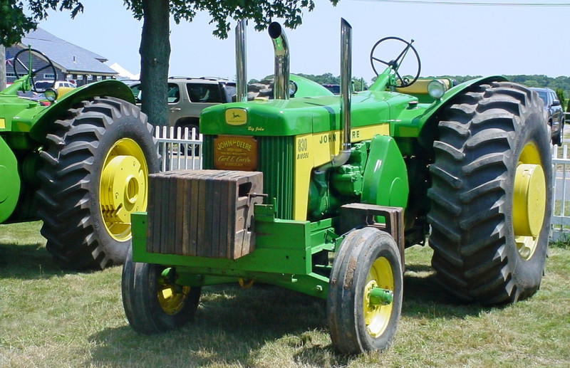 Carl Cardo's 1959 John Deere 830 pulling tractor