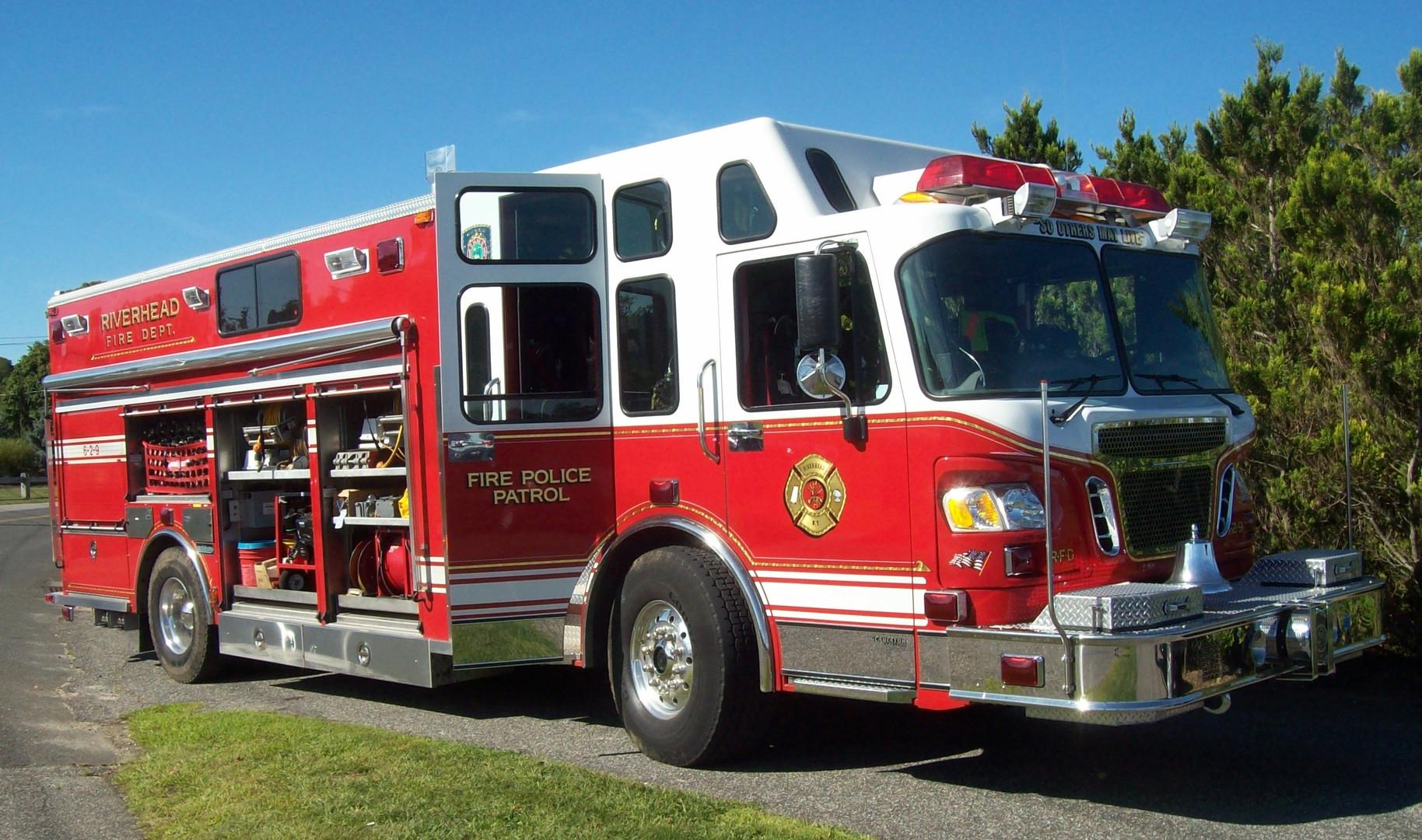 Riverhead F.D. 2006 Spartan-Salisbury Fire Patrol truck