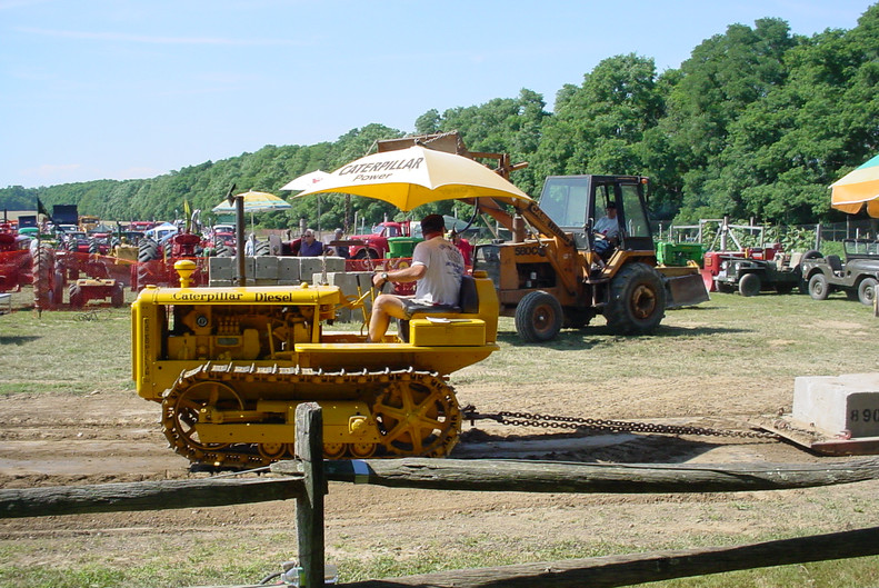 CAT crawler on the pulling track