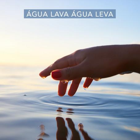 Água lava água leva