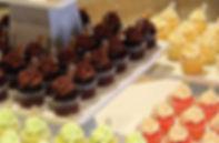 cupcakes mesa de postres.jpg