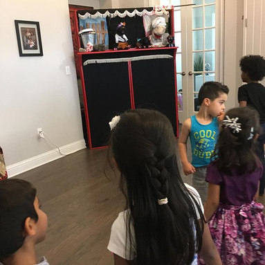 Small Wonders Puppets comes to your hous