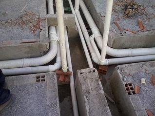 01.02.13 - Tubulacao de Agua e Esgoto Bloco B - 2.jpg