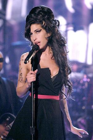 Amy-shone-bright-stage-MTV-Movie-Awards-