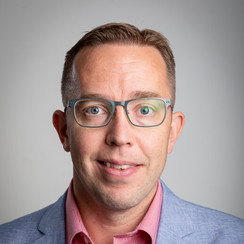 Prof. Ilari Sääksjärvi Biodiversity Unit University of Turku Finlandia