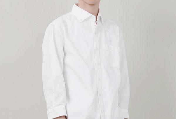 לחולצת כפתורים לבנה לגבר