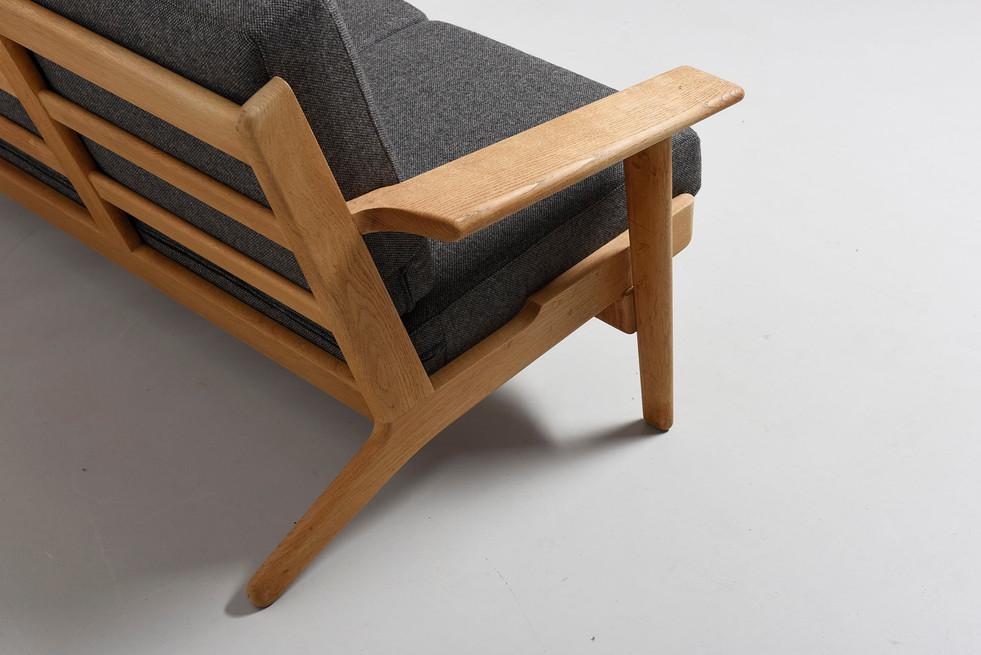 modest.furniture_vintage_1598-hans-wegne