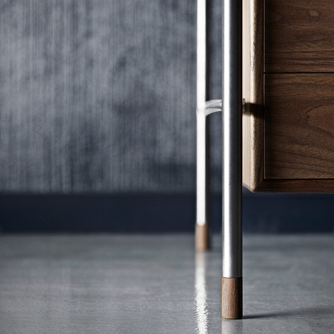 Jacobsen_AJ52-Society-Table-Walnut_Feet-