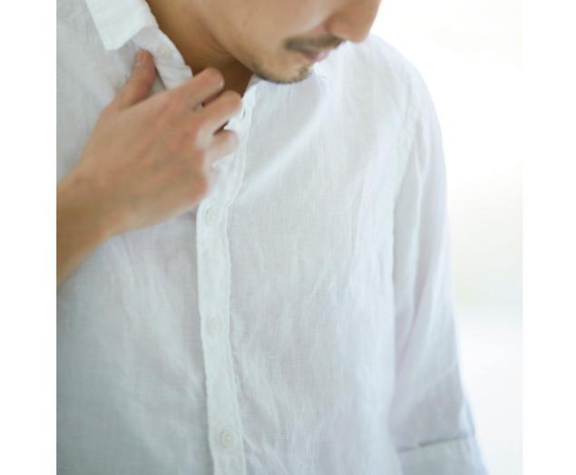 חולצת פשתן לבנה